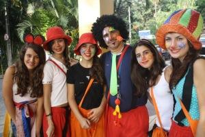 Da esquerda para a direita: Raquel Menezes, Letícia Carvalho, Carolina Junqueira, Professor Cléber Amorim, Luana Borges e Júlia Lima.